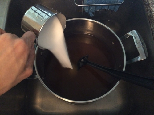 adding sugar to tea