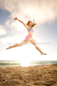 fitness-model-ting-wang-beach-jump-2