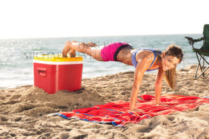 fitness-model-ting-wang-beach-push-up-smile