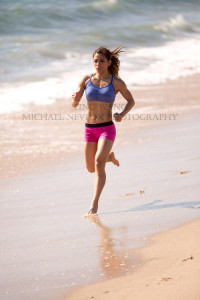 fitness-model-ting-wang-beach-running-1