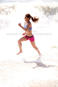 fitness-model-ting-wang-beach-running-2