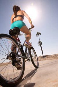 fitness-model-ting-wang-bike-bicycle-beach-teal