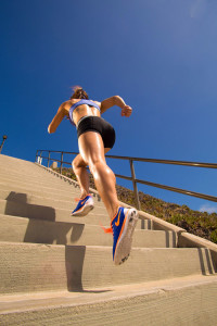 fitness-model-ting-wang-running-up-stairs-outdoor-black-shorts-purple-sports-bra