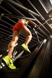 fitness-model-ting-wang-stairmill-stairmaster-orange-neon-nike-shoes